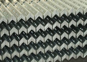 photo Cornières perforées et tablettes